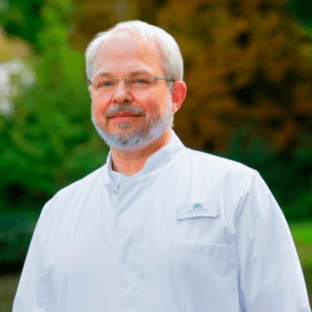 Chefarzt für Orthopädie Dr. med. Ullmannn