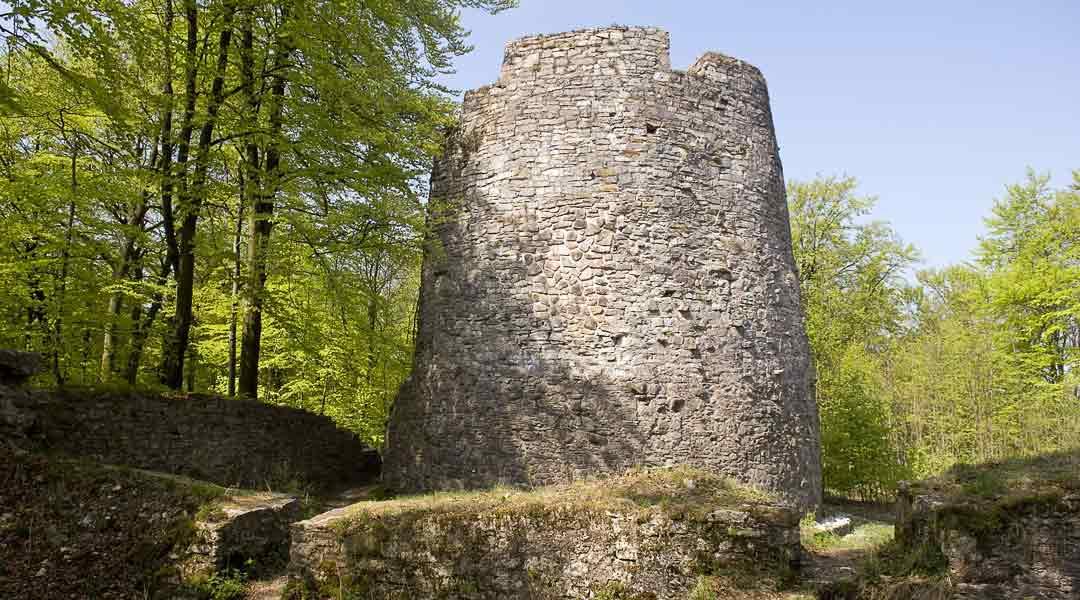 Bergfried der Iburg Ruinen
