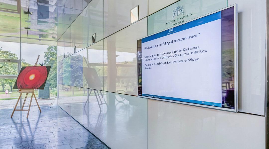 Monitor mit Informationen für Patienten Park Klinik