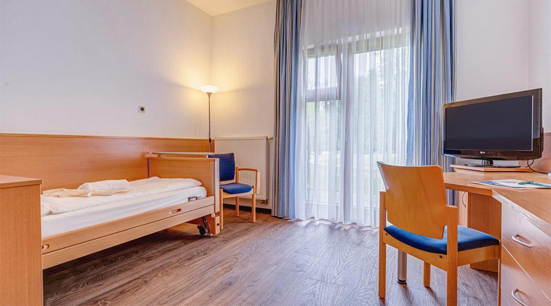 Stilvolle Einrichtung der Patientenzimmer