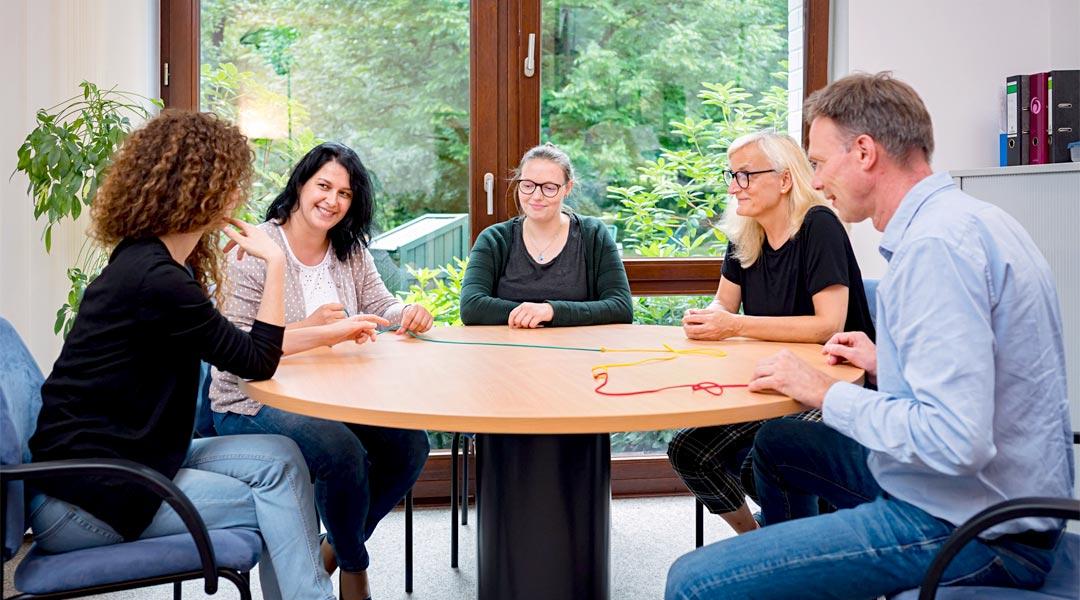 Therapie Psychologie Tisch Sitzrunde